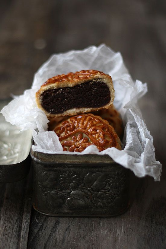 "Fusion mooncake. Filling is the same shekerbura, with cocoa. ""China-Azerbaijan"""