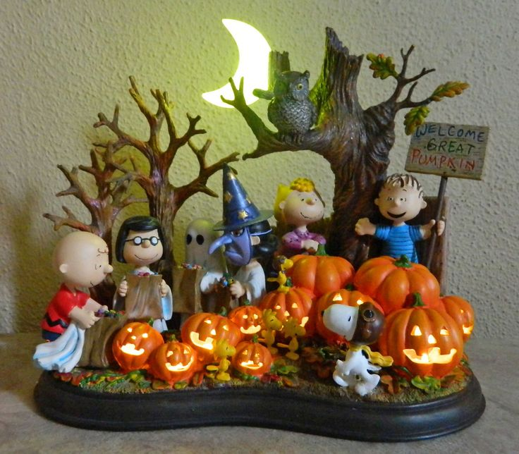 snoopy peanuts charlie brown danbury mint lighted great pumpkin figurine diorama dog artworkartwork ideashalloween - Halloween Diorama Ideas