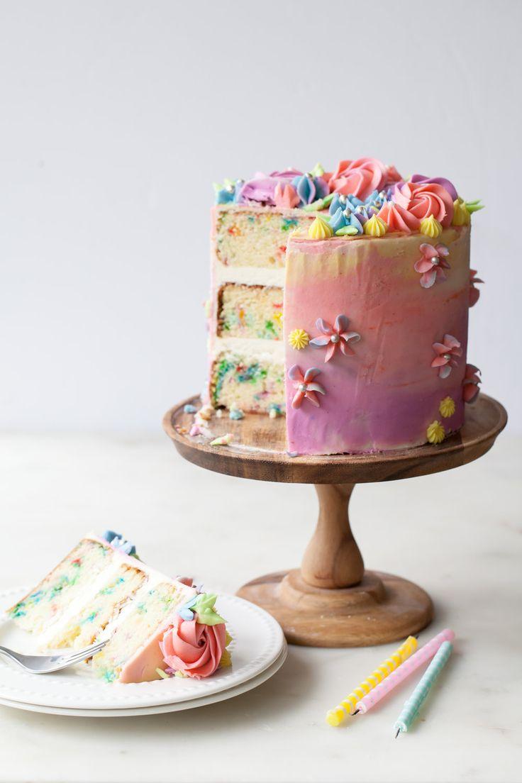 geburtstagstorte rezept mit vanilleglasur bestreuen #confetticake #sprinkles #bi …   – Cakes