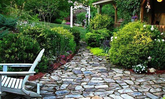 I love the look of stone walkways.