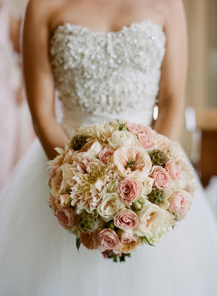 Love the blush and ivory tones in this bouquet!