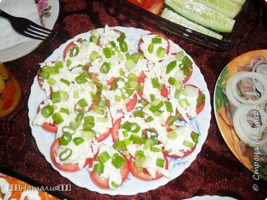 СЕЛЕДОЧКА ПОД ШУБОЙ-1 слой-сельдь с луком порез.кубиками,2 слой-картофель на терке,3 слой-яйцо на терке,4 слой-свекла,каждый слой пропитать майонезом,украсить по краям свеклой и зеленью как на фото. фото 10