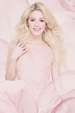 Shakira-delightful in pink dress❤️