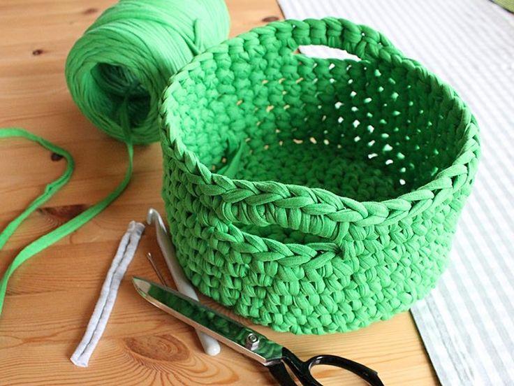 DIY-Anleitung: Utensilo mit Tragegriff häkeln / diy knitting tutorial for a basket via DaWanda.com