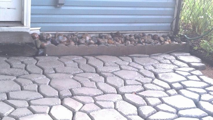 Easy diy patio with quikrete walkmaker amazon sells the for Walk maker ideas