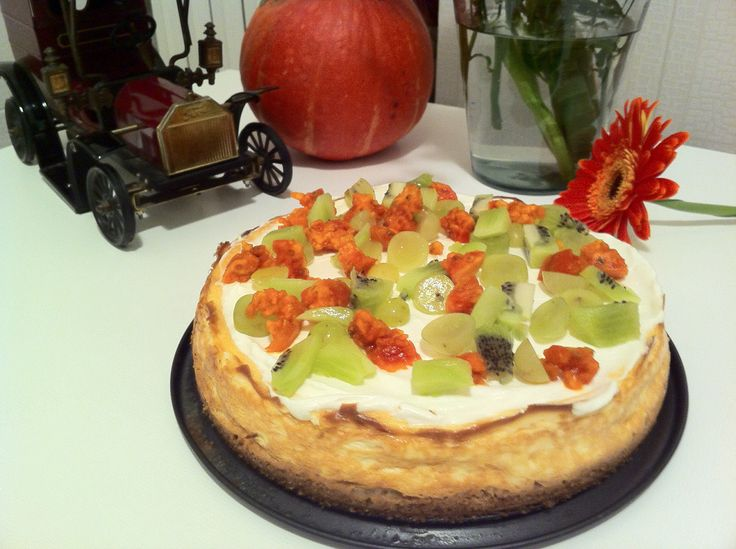 Autumn in NY.  New York cheese cake with prickly pears, white grape and kiwis.