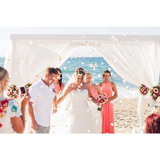 Your #Romantic #BeachWedding in #Crete! Photo credits: @overseas_wedding_insider