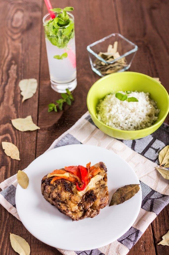 Pollo a la mantequilla con arroz blanco