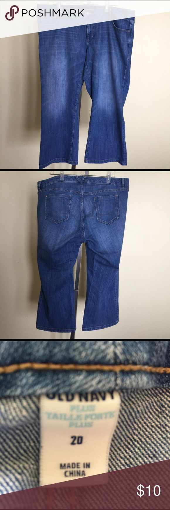 Women's Old Navy denim capris size 20. This is a pair of women's Old Navy denim capris size 20. They have been gently worn and come from a smoke free home. If you have any questions please let me know. Thanks! Old Navy Shorts Jean Shorts