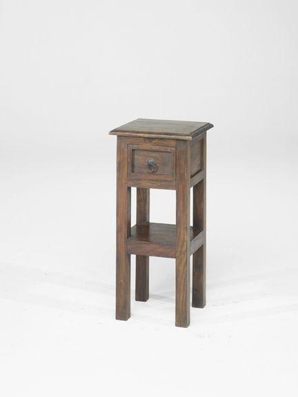jali-chunky-lamp-telephone-table.jpg 432×576 pixels