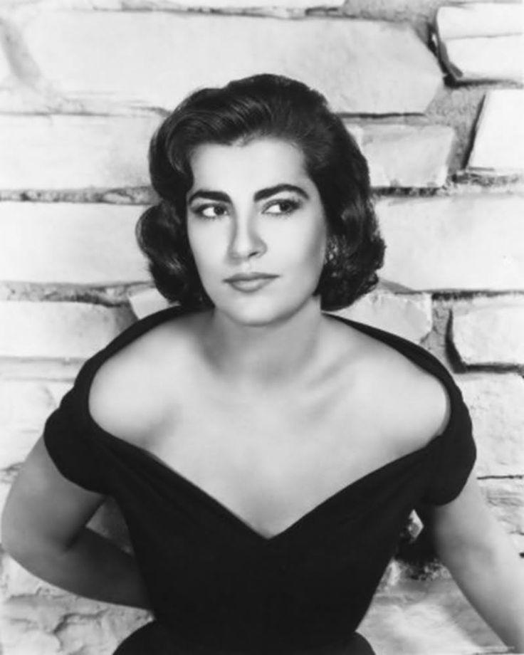 """الممثلة اليونانية """" ايرين باباس """"  ـ المصور الفرنسي """" روبير دوانوو """" 1957  Greek actress Irene Papas """"French photographer Robert dwanoo"""" 1957"""