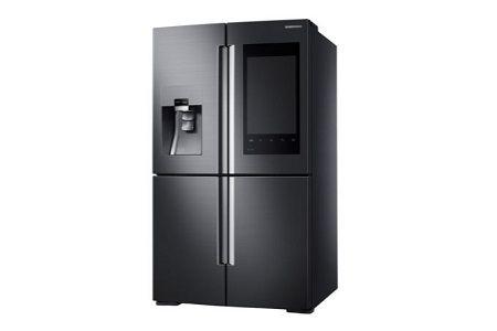 Samsung stellt mit dem Family Hub Fridge einen intelligenten Kühlschrank vor, mit dem Lebensmittel online bestellt werden können.