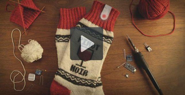 Arrivano i calzini che spengono la TV da soli se vi addormentate!  Una rivoluzione tecnologica ed anche un regalo di Natale geniale per i più pigri!  www.meteoweb.eu   #calzini #natale #regali #doni #feste #tecnologia