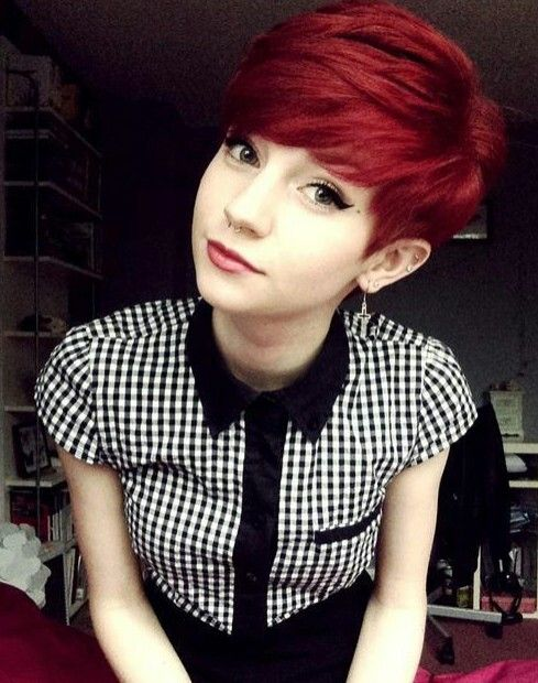 I just love her look, whomever it shall be. I'd dye my hair this color most definitely. <3