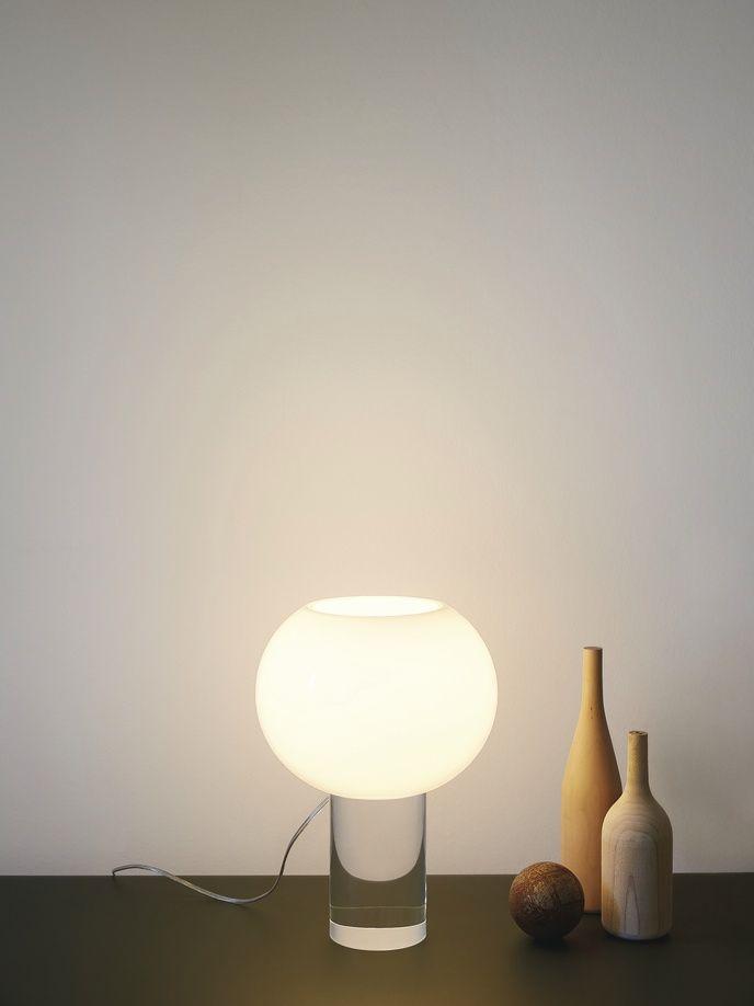 Perfekt Grâce à Sa Présence Pure Et Graphique, Cette Lampe Saura Habiller Votre  Intérieur Avec Une Touche Chic Et Design. La Lampe Buds 3 Se Décline En 2  Couleurs ...