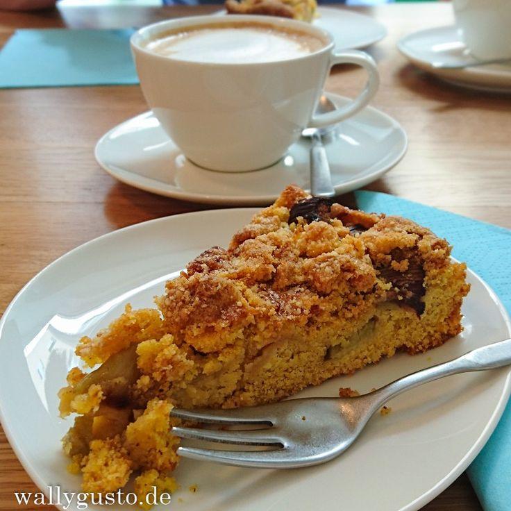 Cafe Erika - veganer & glutenfreier Rhabarberstreusel