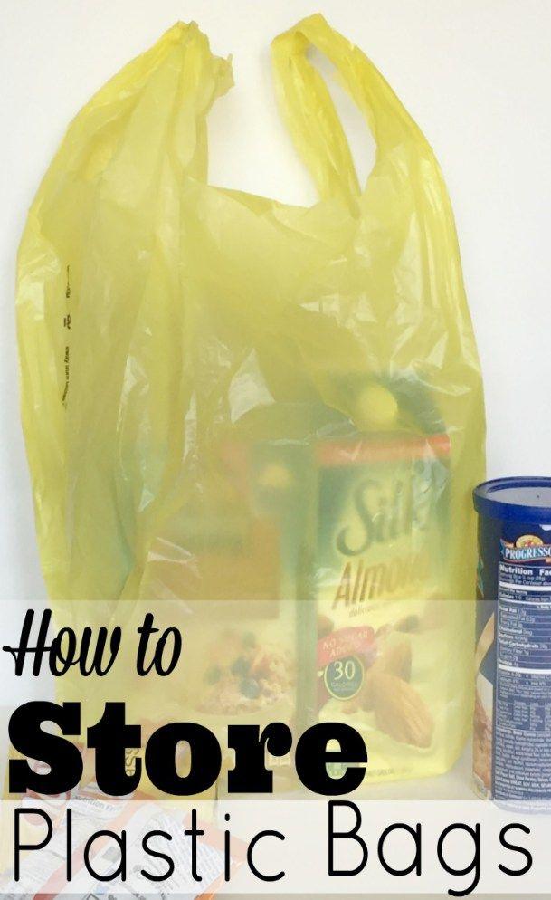 Eenvoudige en georganiseerde manier van het opslaan van al die plastic supermarkt zakken.