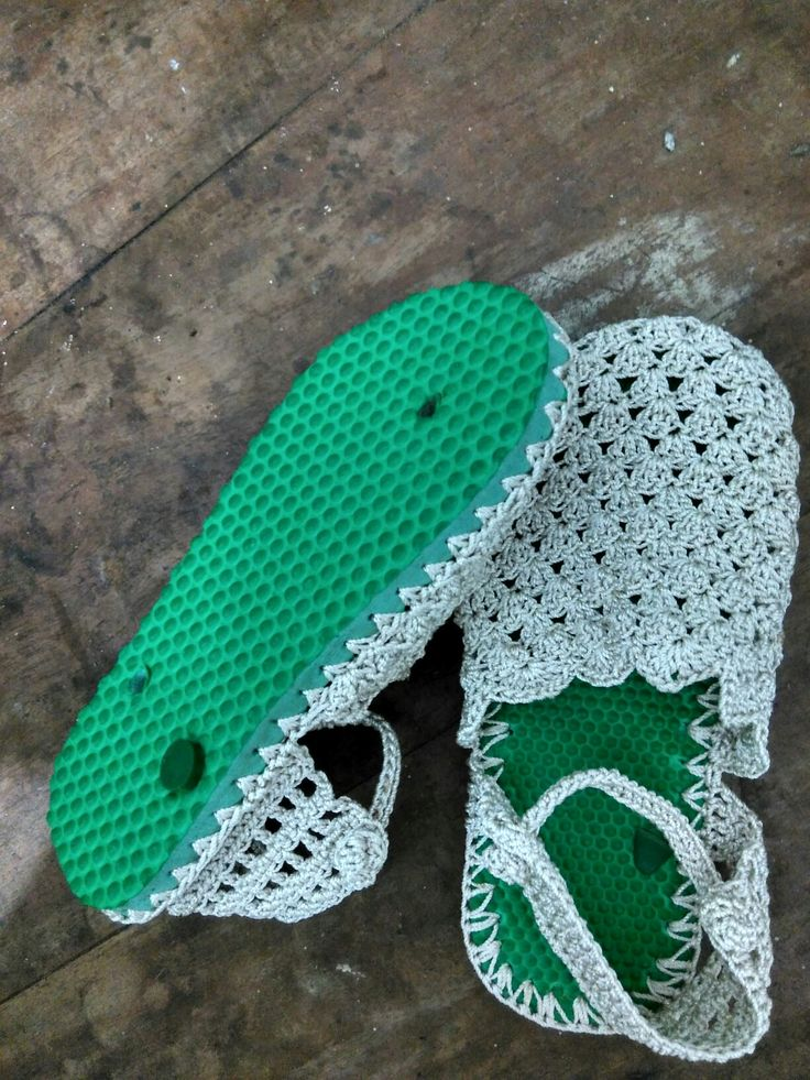 Crochet shoes from flip flops Material poly sparkle yarn