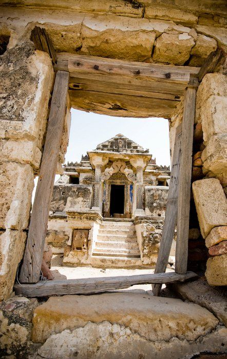 Jain Temples, Pakistan. ---    The ruins of about half a dozen Jain temples can be found in Nagarparkar Taluka in Sindh. Nagarparkar is at the Pakistan-India border, is in the middle of the Thar desert.