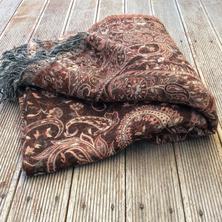 A bit chilly today.....love Autumn though! Snuggle up with our handwoven Paisley boiled wool throw, last one in stock, was RRP $140.00 now only $85.00 part of my instasale #throws#handmadegifts#shakiraaz#paisleys#eclectic#bohodecor#bohemiandecor#bohemianstyle#instapic#interiors#interior123#interior444#interiordesign#interiordecor#warm#regal#snuggly#designinspo#design#decor#decorative#brown#bedroomdecor#instasale