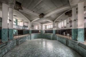 abandoned-art-deco-swimming-pool-france-2