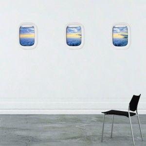 Abróchense los cinturones que vamos a despegar. Si eres de los que siempre quieren ventanilla para admirar los paisajes a vista de pájaro, ahora puedes tener tu avión siempre en casa poniendo en tu pared estos divertidos Air Frame - marcos ventanilla de avión diseñados por James Kim.