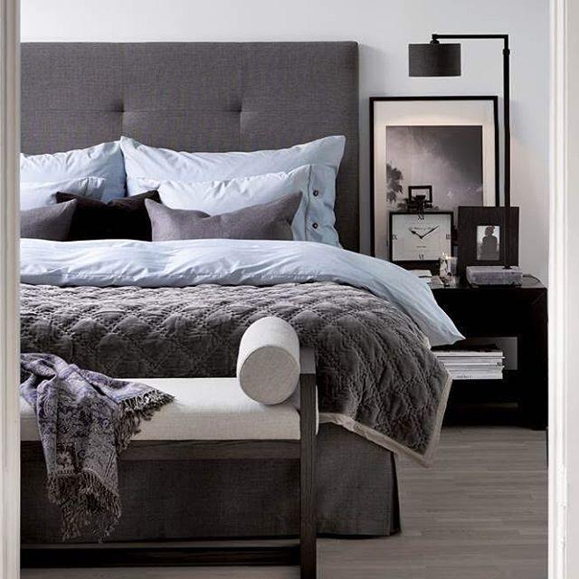 En sniktitt inn i Camilla Pihl sitt komfortable soverom. Gavl og sengekappe kan leveres i en mange farger og størrelser. #slettvoll