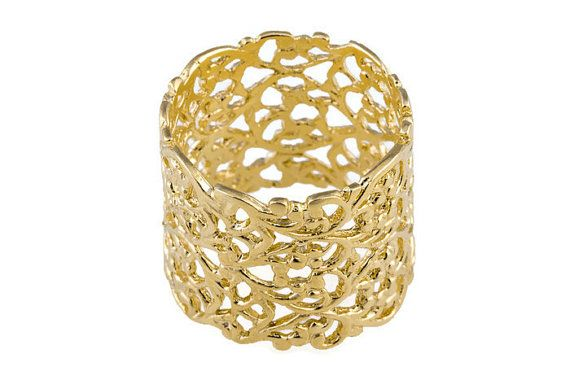 Lace gouden ring. Lace ring. Brede gouden ring. Brede ring. Brede kant ring. Gouden ring. Filigraan ring. Filigraan gouden ring. Getextureerde gouden ring.