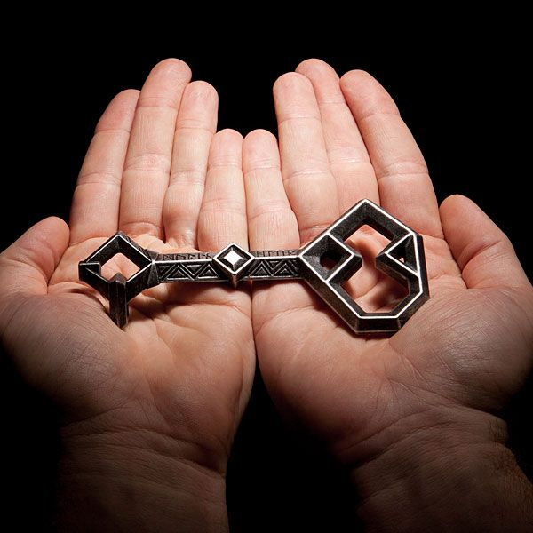 why don't I HAVE THISE already!:  The Hobbit: Thorin's Key to Erebor Prop Replica