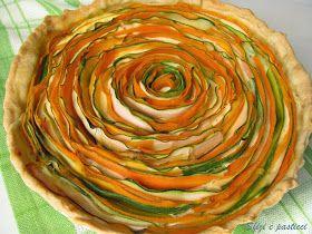 Quando ho visto in rete questa torta salata mi sono incantata a guardarla e ho voluto provare a rifarla... è così bella e scenografica!! Ed...