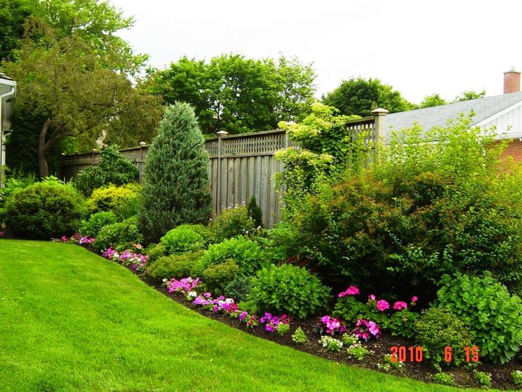 Tips on Build Small Backyard Landscaping Ideas: Landscaping Ideas For Small Yards With Grass For Small Backyard Landscaping Ideas And Cheap Privacy Fence Ideas Also Flower Garden With Shrubs And Perennials For Garden And Outdoor Design