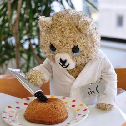 今日は裕美子さんに教えてもらった、鎌倉で有名なお菓子「かまくらカスター」を押してみた。スポンジのフワフワ具合が、クセになる。