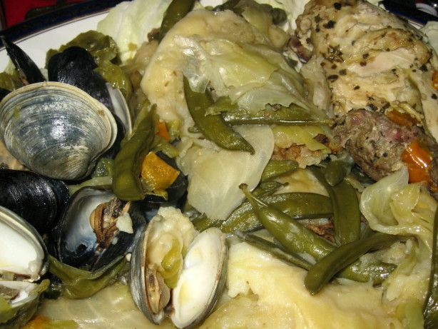 Curanto En Olla  (Steamed Seafood, Meats, Potato Bread, and Vege