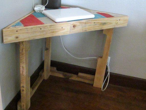 pallet corner desk 200 to build pinterest desks pallets and corner desk. Black Bedroom Furniture Sets. Home Design Ideas
