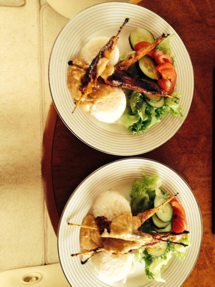 Chicken Satay with peanutbuttersauce ;-)