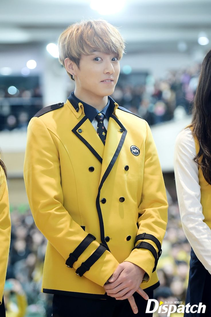 ♪À tous les aînés  désormais  diplômés~♪  Il est le plus jeune membre de BTS. Jungkook a enfin été diplômé. C'est le 7 février, qu'il a fait ses adieux au lycée SOPA. Le diplôme qu'il a obtenu brille de mille feux.  Pour Jungkook, cette remise des diplômes est très importante. Né en 1997, il
