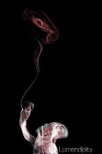 Чтобы сфотографировать дым, понадобится чёрный фон и направленный источник света (например, внешняя вспышка с чем-то направляющим свет узким пучком (коробочка) и под углом 90 градусов к камере - нужно, чтобы свет освещал только дым, а не фон сзади).