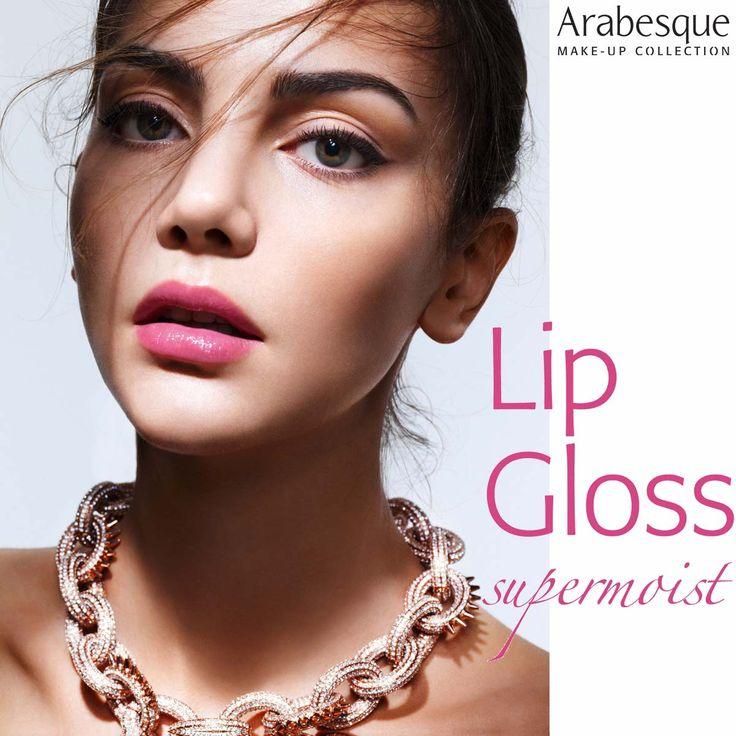 Acht bezaubernde Farbnuancen warten darauf, Ihre Lippen so richtig glänzen zu lassen. Die cremige Formel des Lip Gloss schenkt den Lippen Feuchtigkeit, pflegt sie samtweich und schützt mit wertvollen botanischen Ölen sowie SPF 10. Sofort glatter und optisch voller wirken sie dank Hyaluronsäure. Frischender Grapefruit-Duft! #arabesque #lipgloss #supermoist #moisture #hyaluron #hyaluronacid #lippen #lips #lipcare #makeup #foundation #fresh #fruity #care #pflege