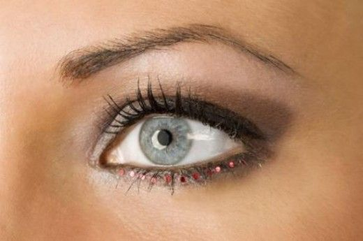 How to pluck your eyebrows. Tips to making plucking simple fast and painless. Get that perfect eyebrow shape at home on your own.