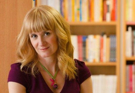Λίνα Μουσιώνη: «Η ευτυχία είναι προσωπική επιλογή, είναι η ζωή που ζήσαμε, όχι το τέλος της!» _________________________________ Συνέντευξη – κριτική: Έλενα Νταβλαμάνου #interview #book #review #paidiko #vivlio http://fractalart.gr/lina-mousiwni/