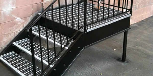Steel grating application for operating gangways, floors, stair ways