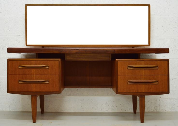 A superb example of a Fresco style teak dressing table/desk by G-Plan. Featuring…