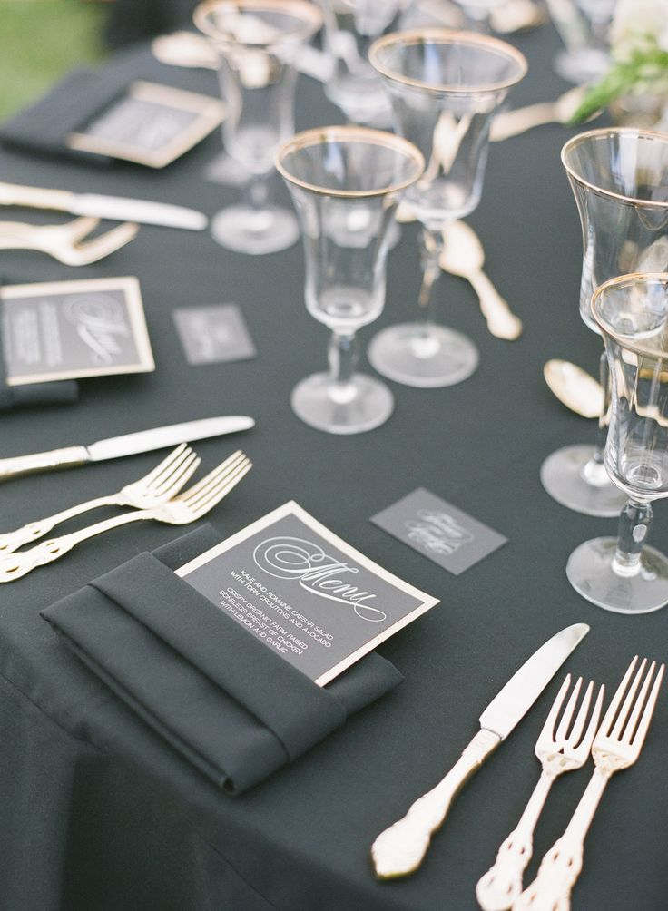 黒がメインだけど暗くない!センスが光るコーディネート♡ モノトーンのメニュー表まとめ。シンプルな結婚式のメニュー表一覧。