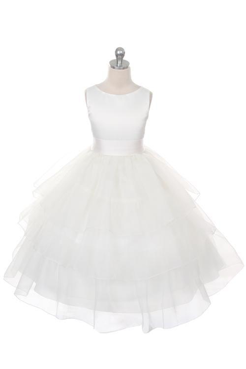 Fausta. Bruidsmeisjes jurkje met een rok van 3 lagen organza en een satijnen lijfje en santijnen band met grote strik. Kinderbruidsmode, kinderbruidskleding, bruidsmeisjes jurken, bruidsmeisjes jurk, bruidskinderen, bruidskinderkleding, flower girls.