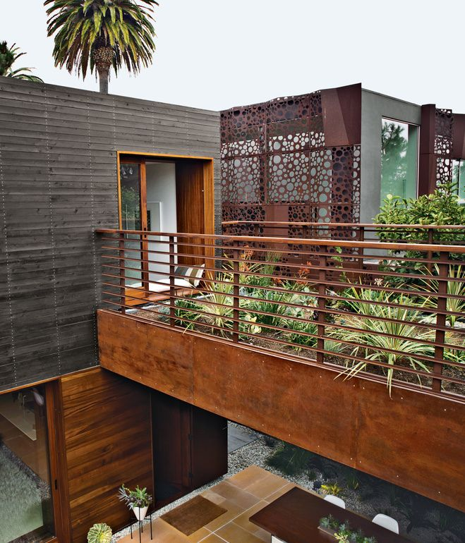A modern bungalow in venice beach architectural designer for Beach house design jeffrey strnad