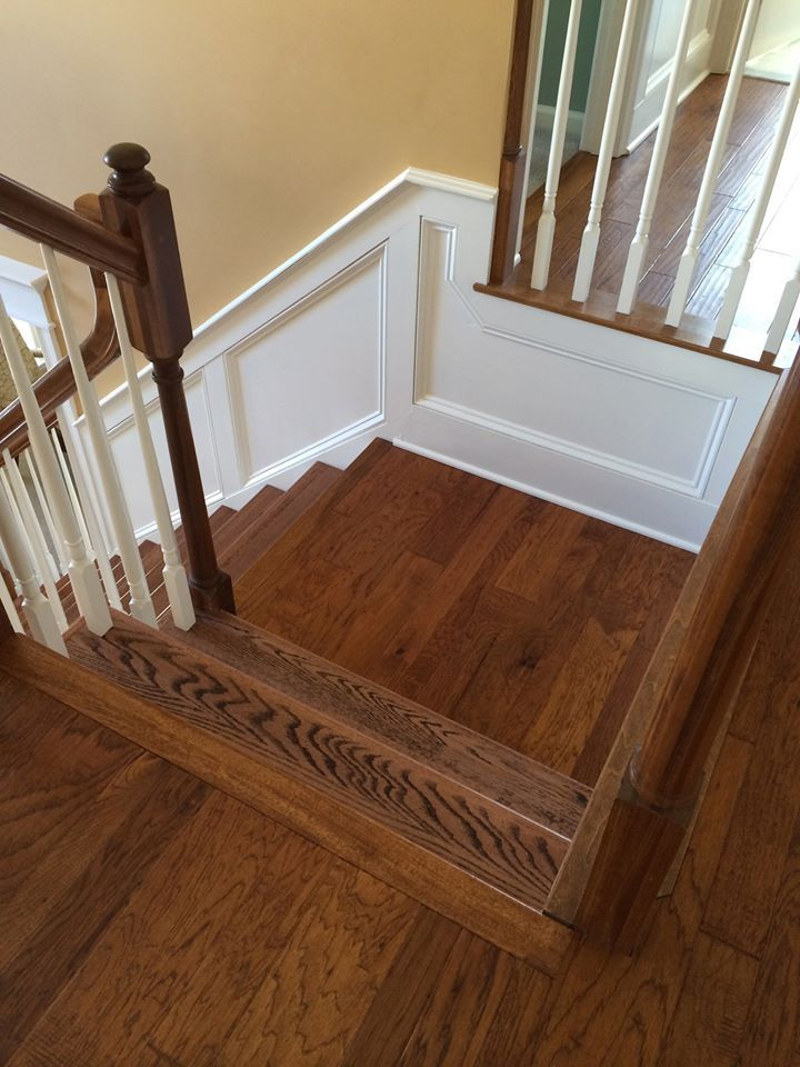 Best Stairs White Spindles White Risers Wainscoating 400 x 300