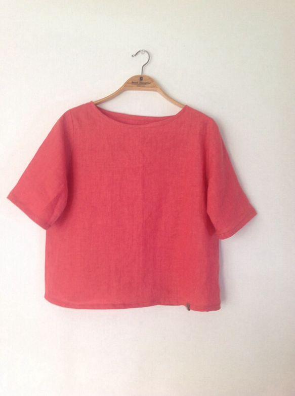 綺麗なピンクの良質なリネンでTシャツ感覚で着ていただける半袖プルオーバーをつくりました。ほんの少しAライン気味に裾は広がりますが、バフバフはしません。お腹が気... ハンドメイド、手作り、手仕事品の通販・販売・購入ならCreema。