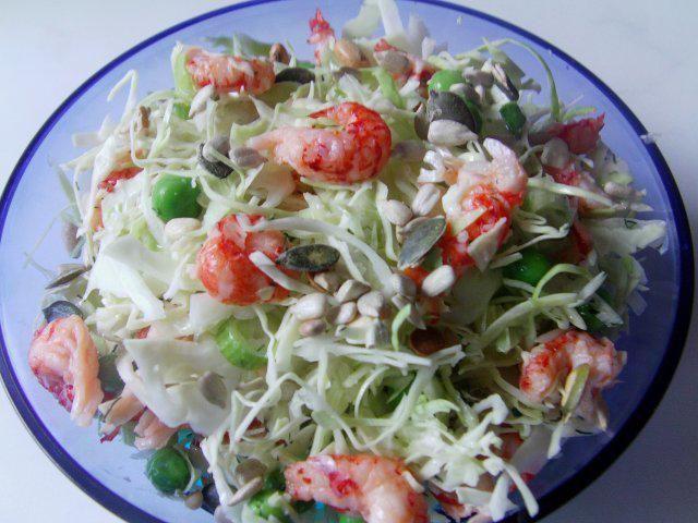 Das perfekte Dänischer Flusskrebs Salat-Rezept mit Bild und einfacher Schritt-für-Schritt-Anleitung: Weißkohl, Zwiebel.Erbsen und das Flusskrebsfleisch…