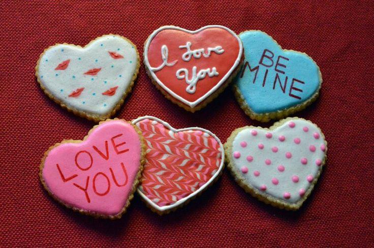 Lowcarb, sugarfree, glutenfree sugar cookies decorated