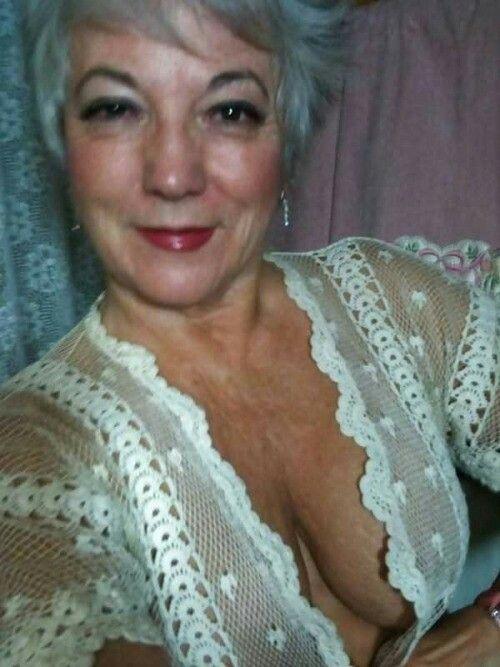 Omasex mit fetter runzeliger Großmutter